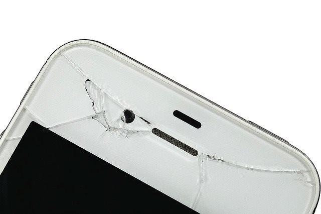 iPhoneを八王子の近くで直すなら【GENIE(ジーニー)】へ!-ガラス割れ・画面割れによるフロントパネル交換にお困りの方はぜひ!-画面割れしてしまったiPhoneの画像
