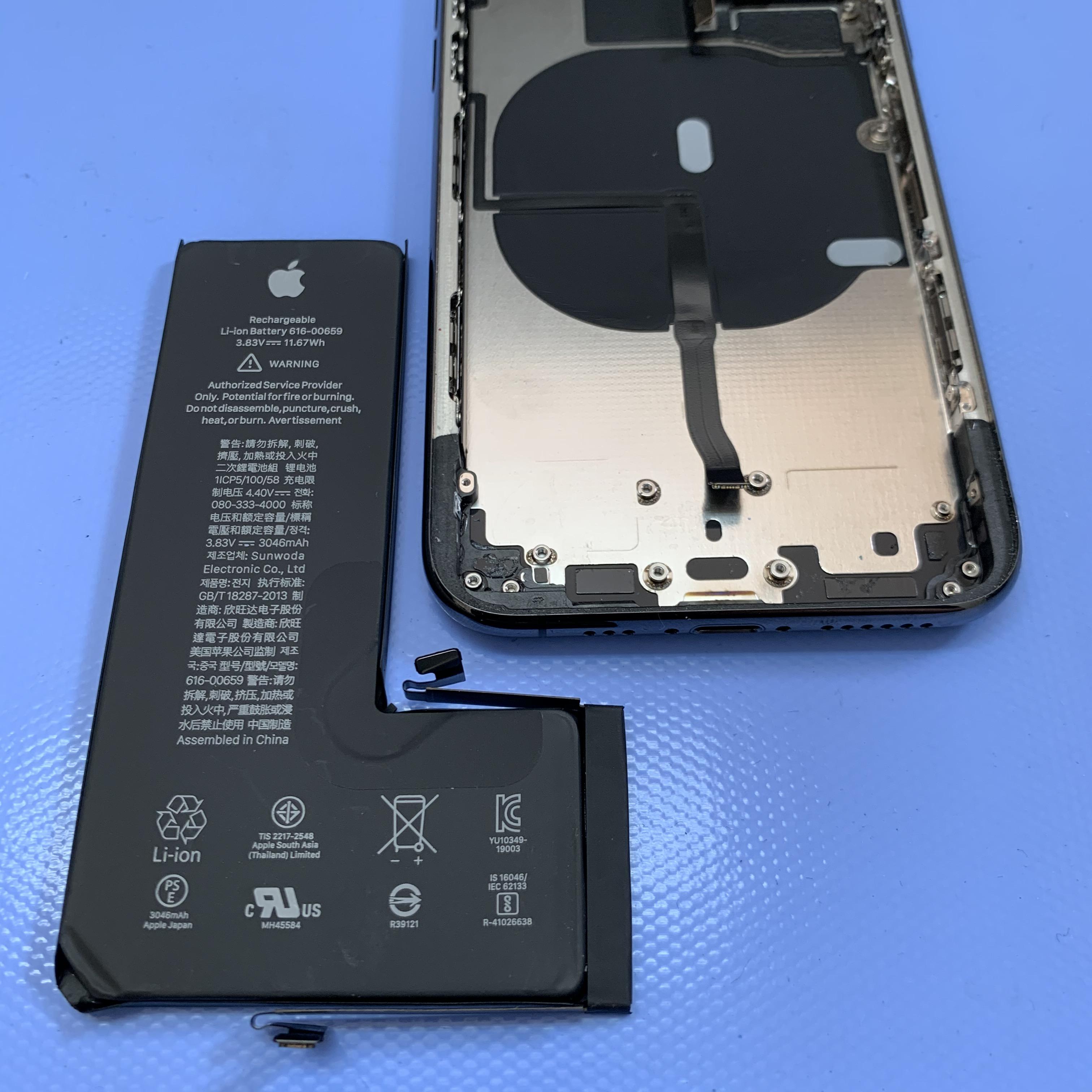 iPhone11Proのバッテリーを外す