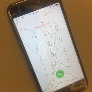 八王子市からのお客様 iPhone7(アイフォン7)ガラス割れによる画面交換修理