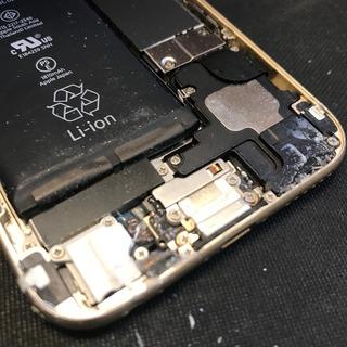 昭島市からのお客様 iPhone6(アイフォン6)の接着剤で固定している画面割れの修理