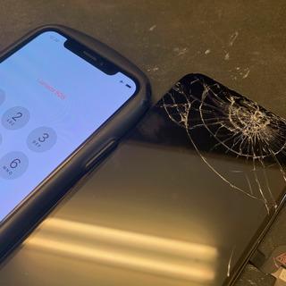 立川市からのお客様 iPhoneX(アイフォンX)ポケットに入れて荷物を持ったら画面圧迫破損