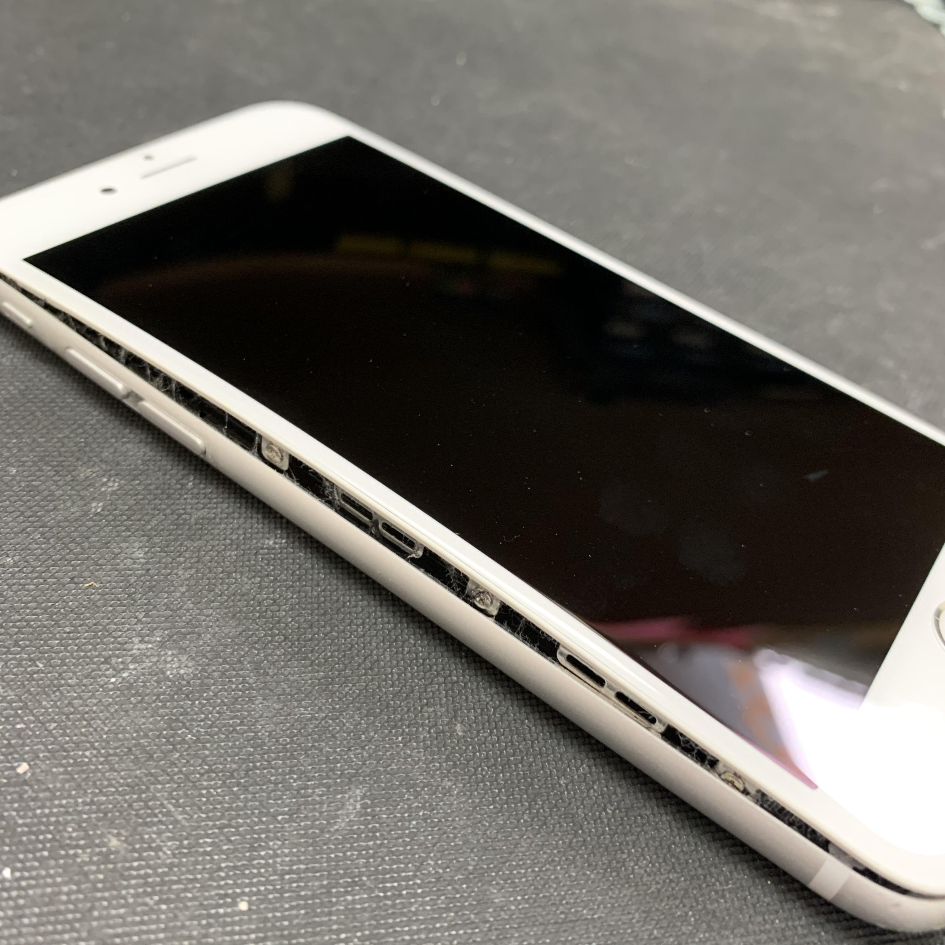 バッテリーが膨張し画面が浮いてしまったiPhone6S