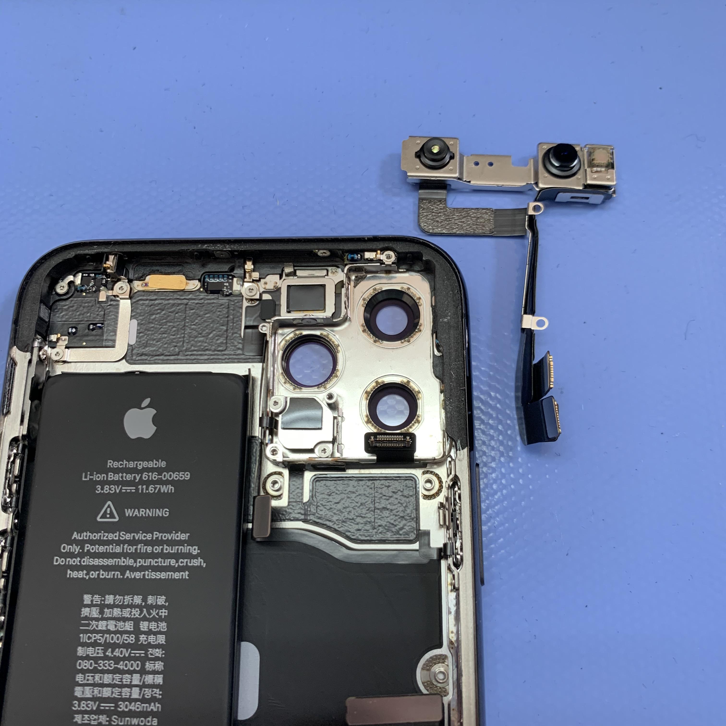 iPhone11Proのインカメラパーツを外す
