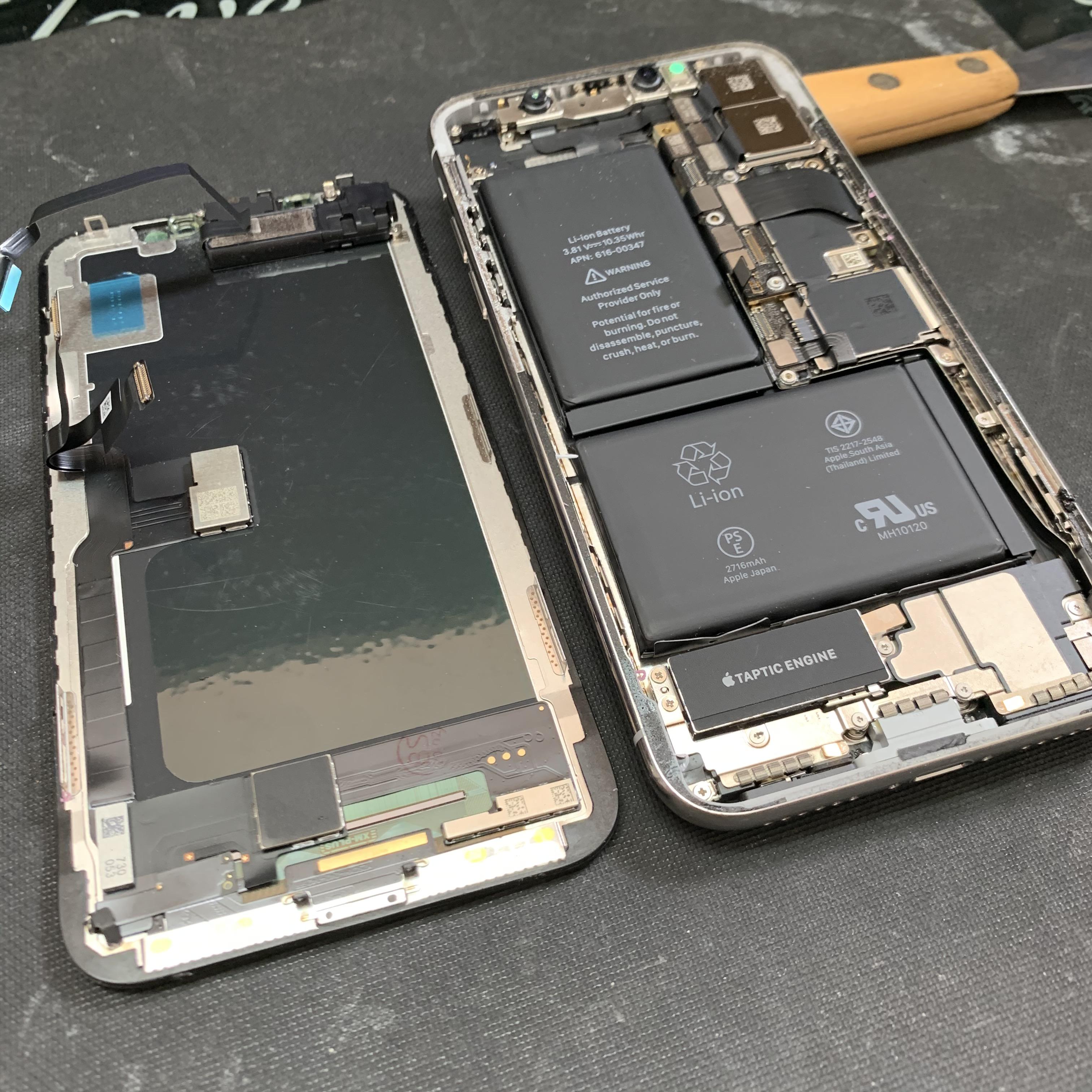 保護シート貼られたままのiPhoneXのパネル