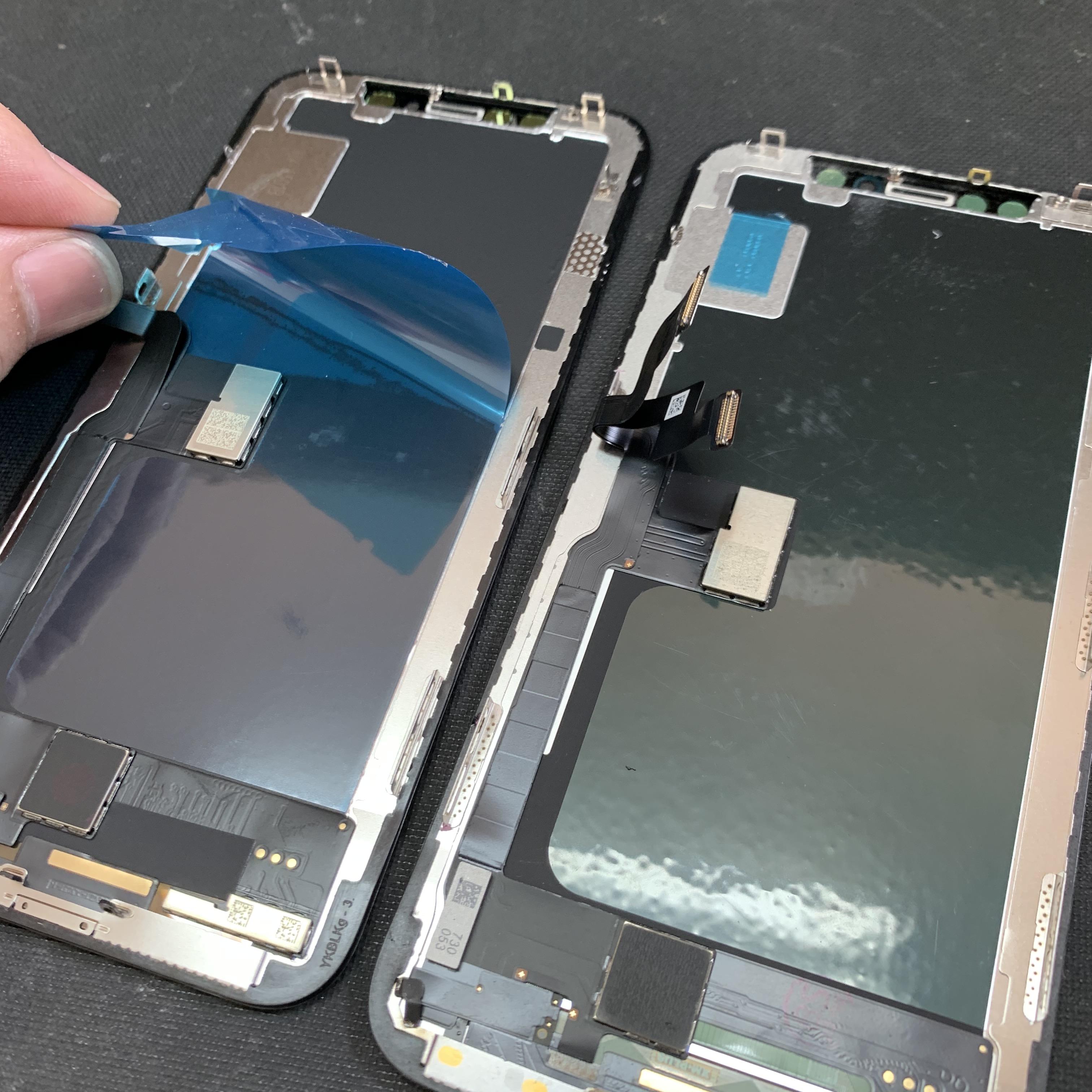 iPhoneXのフロントパネル裏面にある保護シート